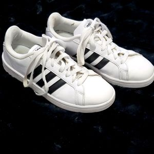 Womens size 8.5 Adidas tennis shoes
